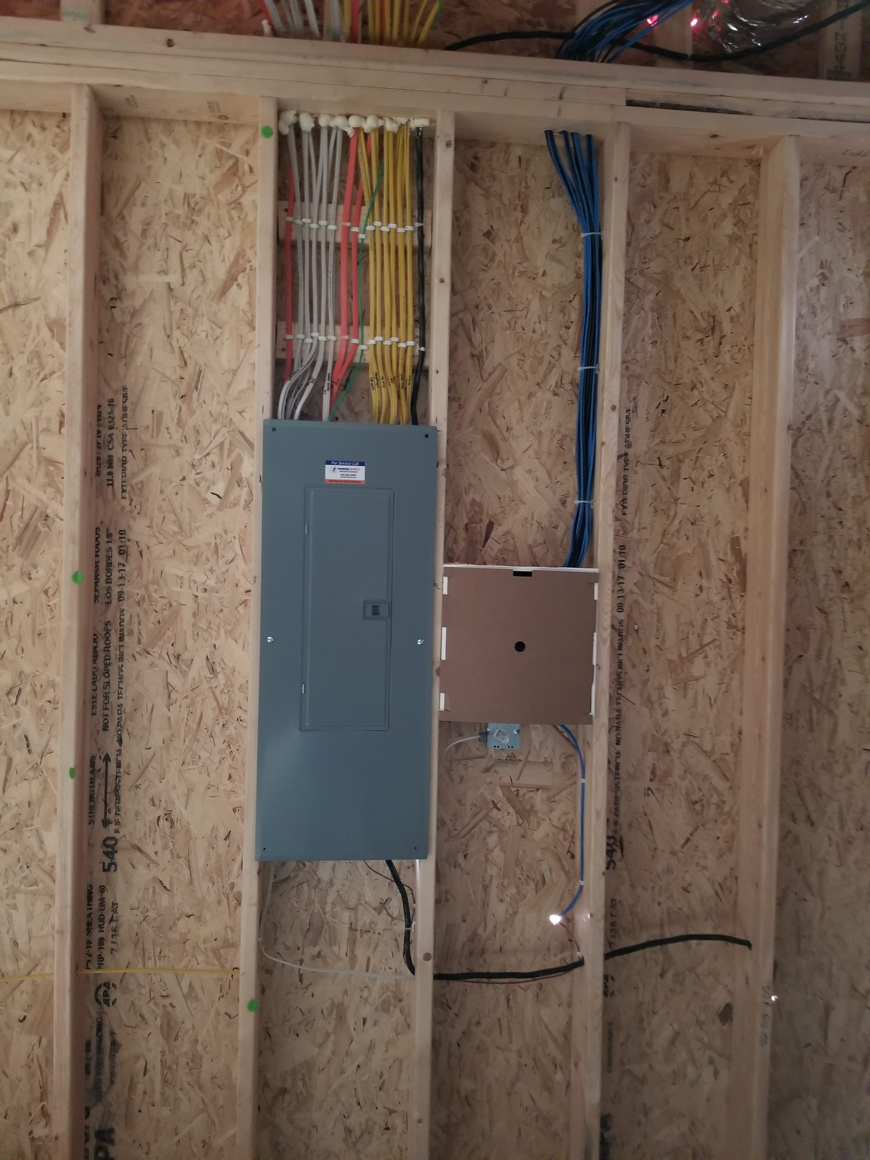 New Home Wiring Powerworks Inc Electrical Efficient Light Fixtures Many Led Recess Can Lights Which Use Very Little Energy And Ensure That The Owners Will Have A Nice To Move Into